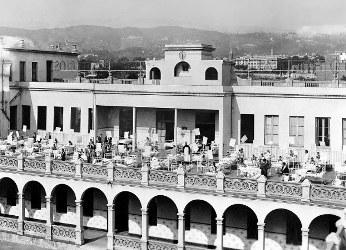 Niños en la terraza del HSJD